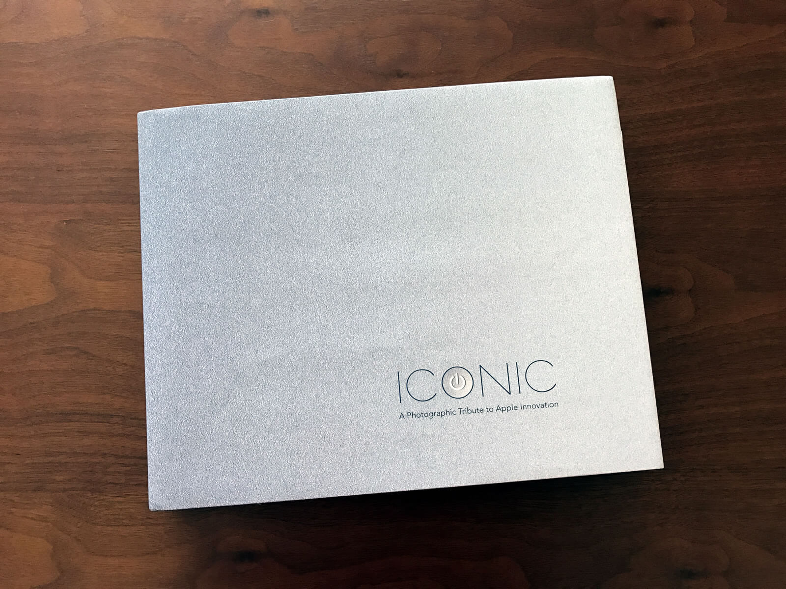 Apple 写真集 「Iconic: A Photographic Tribute to Apple Innovation」